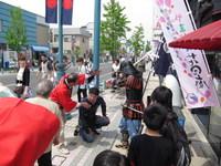 板坂さんが甲冑体験のコーディネートをしましたという写真