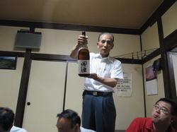 添川さんが持っているお酒は青森県の田酒というお酒でうまかったぜー
